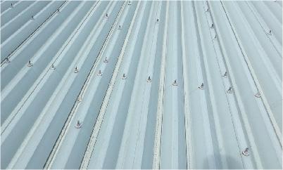折半屋根のボルトの錆び