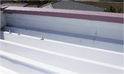 折半屋根のボルトキャップの施工