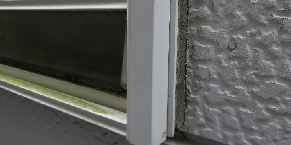 窓サッシのコーキングの劣化